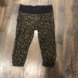 LULU LEMON CAMP CROPPED LEGGINGS